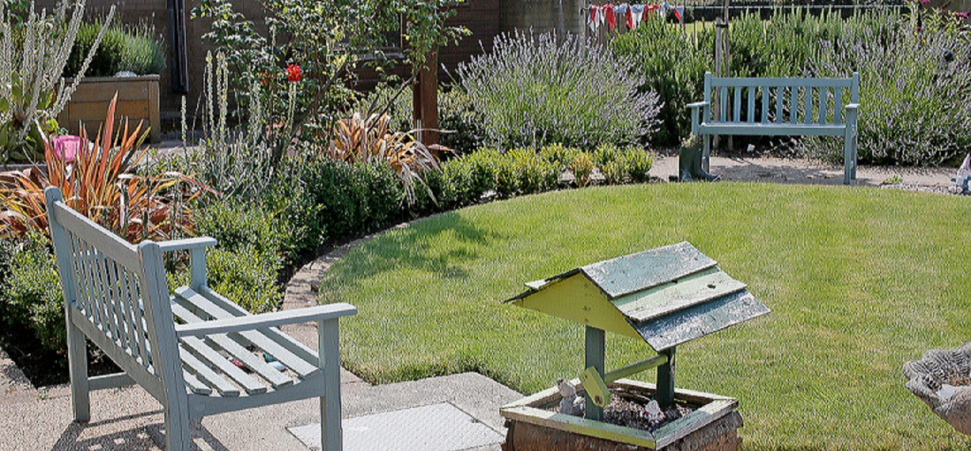 Outdoor gardens at Queen Elizabeth Court